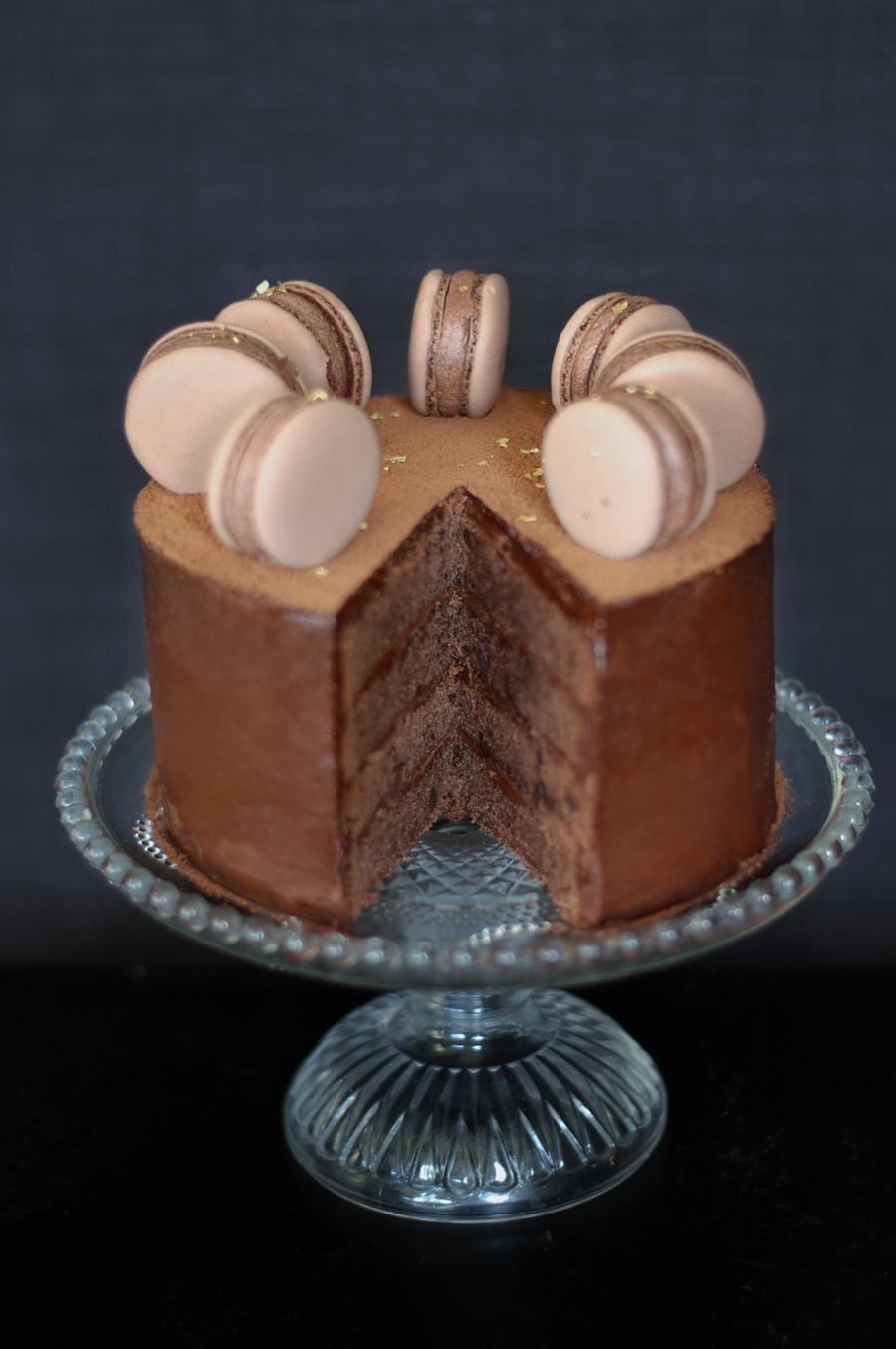 copenhagencakes-chokoladelagkage-med-macarons-1-3